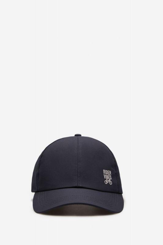 Peaked cap in technical fabric