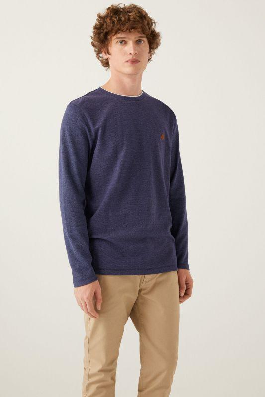 Long-sleeved textured t-shirt