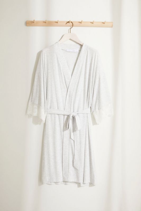 Maternity robe with lace and ruffle