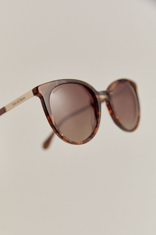 Essential tortoiseshell sunglasses with dusty pink temples