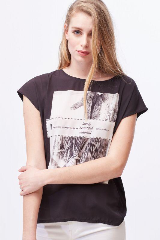Engraved button T-shirt