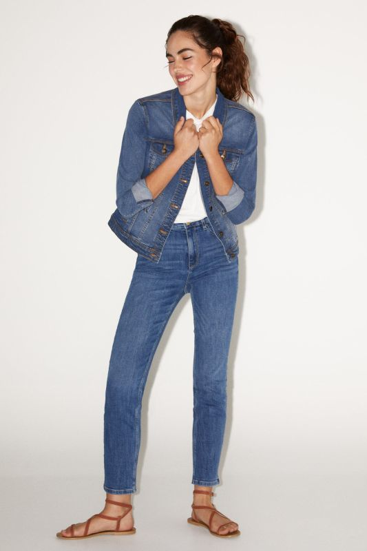 Straight cut sustainable wash recycled cotton jeans