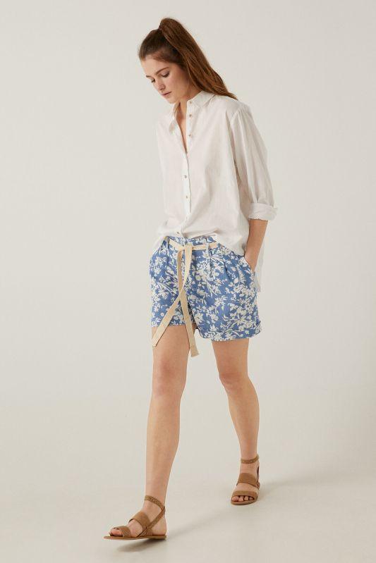 Bermuda shorts in sustainable linen