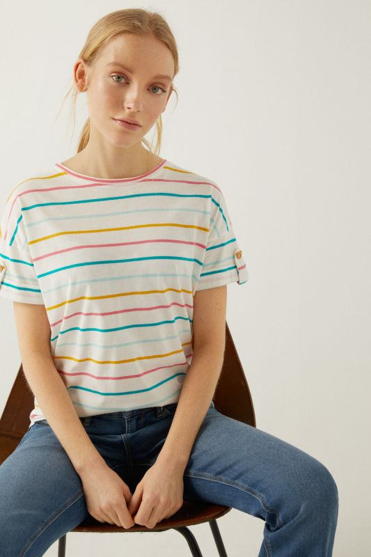 Printed t-shirt with buttoned sleeves